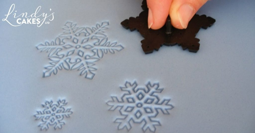 Christmas tree cake - embossing the board