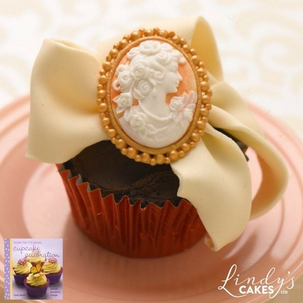 Cameo cupcake for mothers day by Lindy Smith