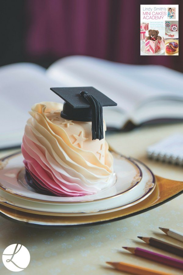 graduation honours mini cake by Lindy Smith