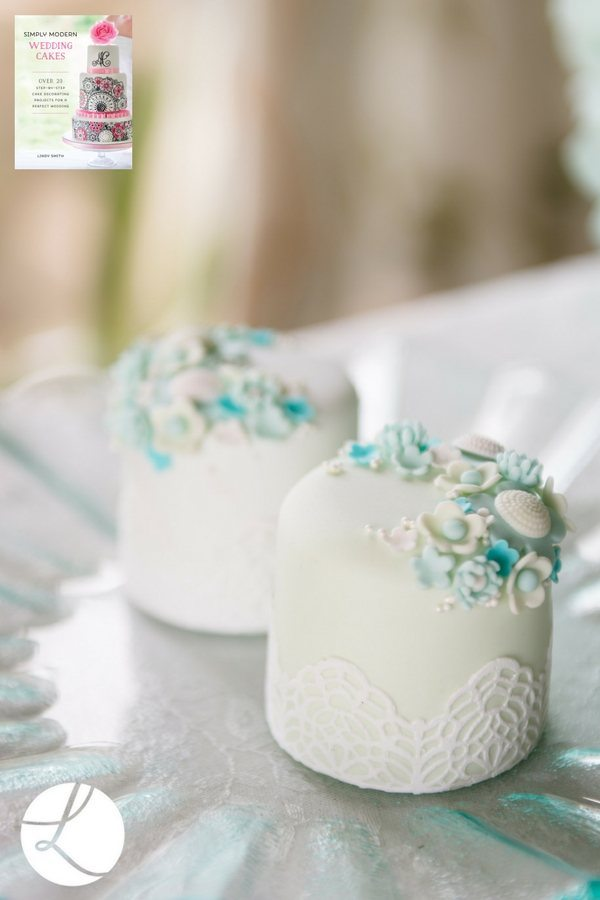 micro flower wedding mini cakes by Lindy Smith
