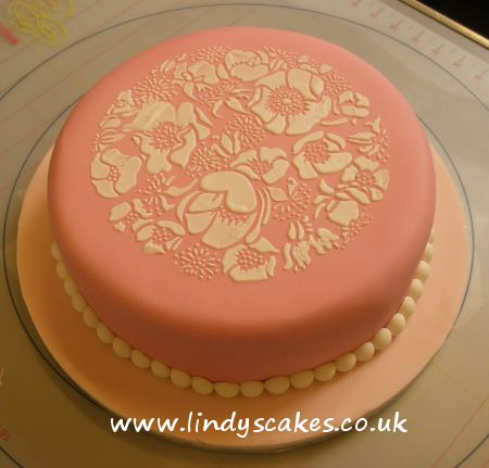 Neshes pretty rose cake, perfect for a summer party!